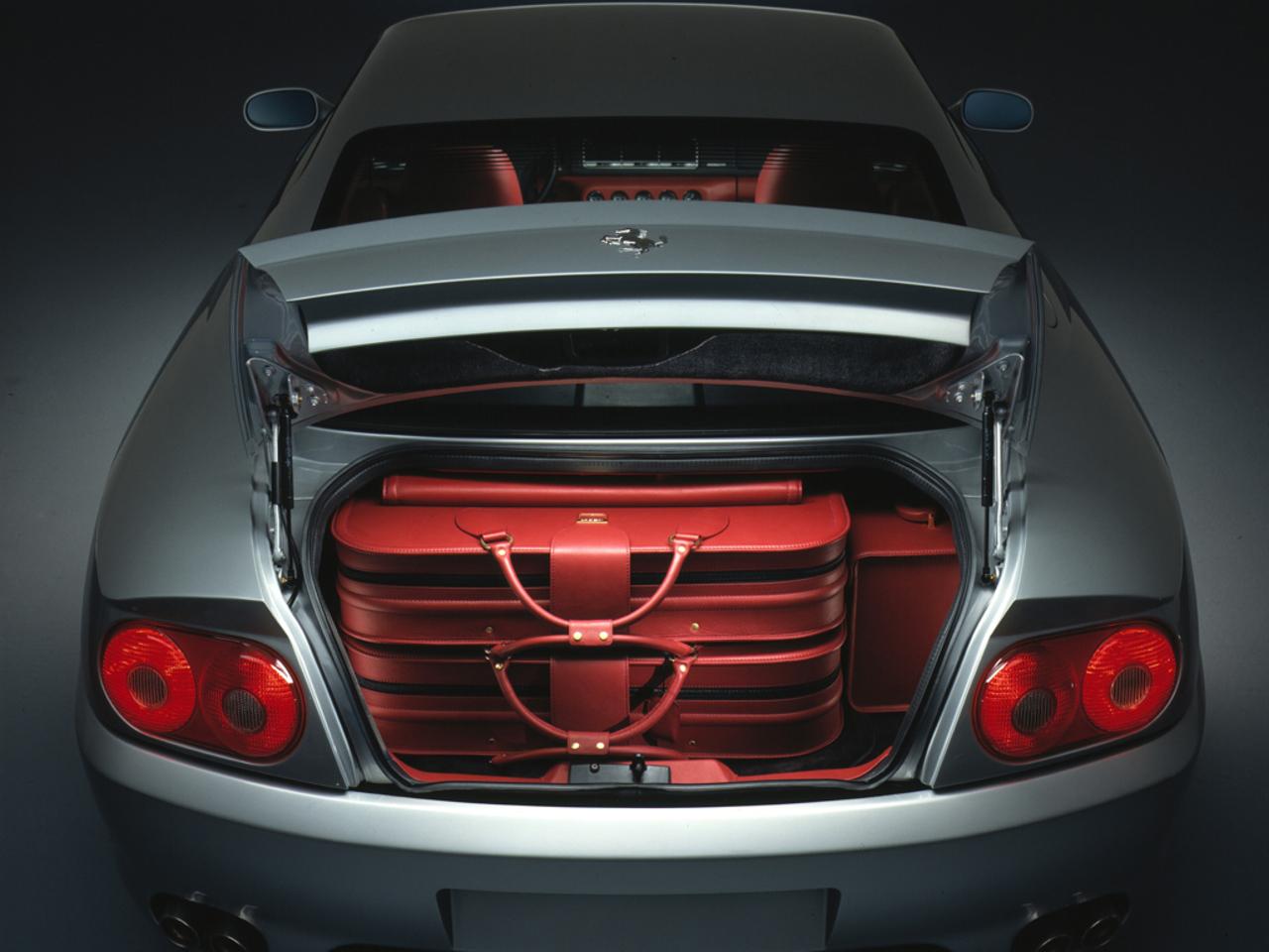 456 GTA: Visione posteriore bagagliaio aperto