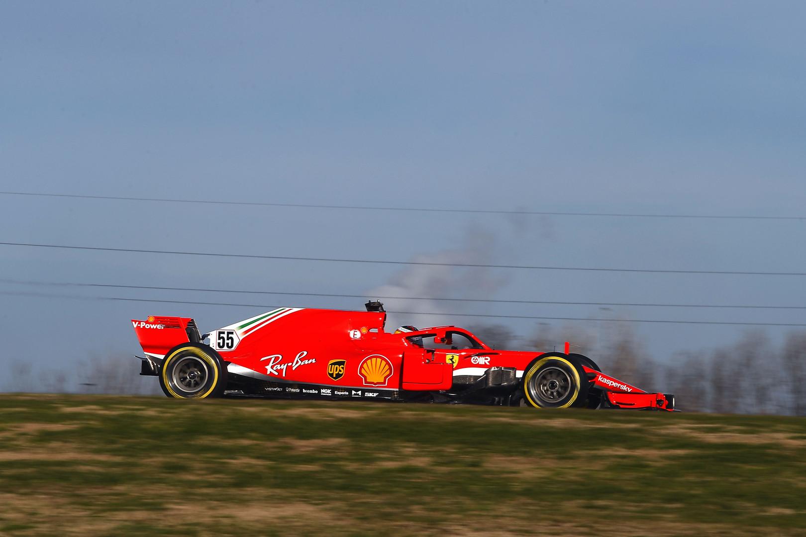 Carlos Sainz w Ferrari SF71H na torze Fiorano, styczeń 2021